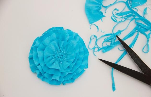 19. Как сделать цветы из ткани за несколько минут