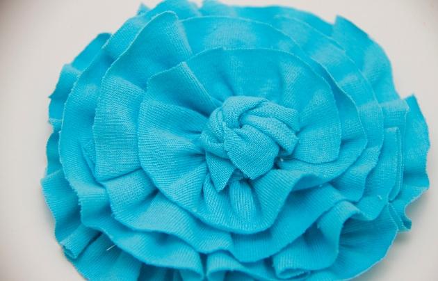 22. Как сделать цветы из ткани за несколько минут